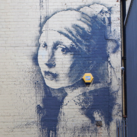banksy-girl-with-pierced-eardrum-bristol-1